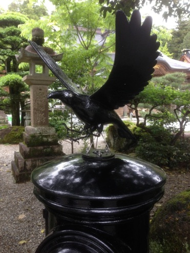 Yatagarasu, the three legged crow. It is told the crow embodies the spirit of the sun and was sent from heavan to guide Emporor Jimmu on the Kumano trail back in 600 bc. Now Yatagarasu makes and appearance on Japans Wolrd Cup logo.