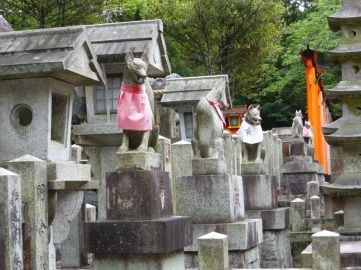 This shrine has many little shrines along it's course.