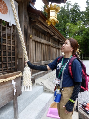 Jennifer shows us the proper technique for praying at the Shinto shrine.